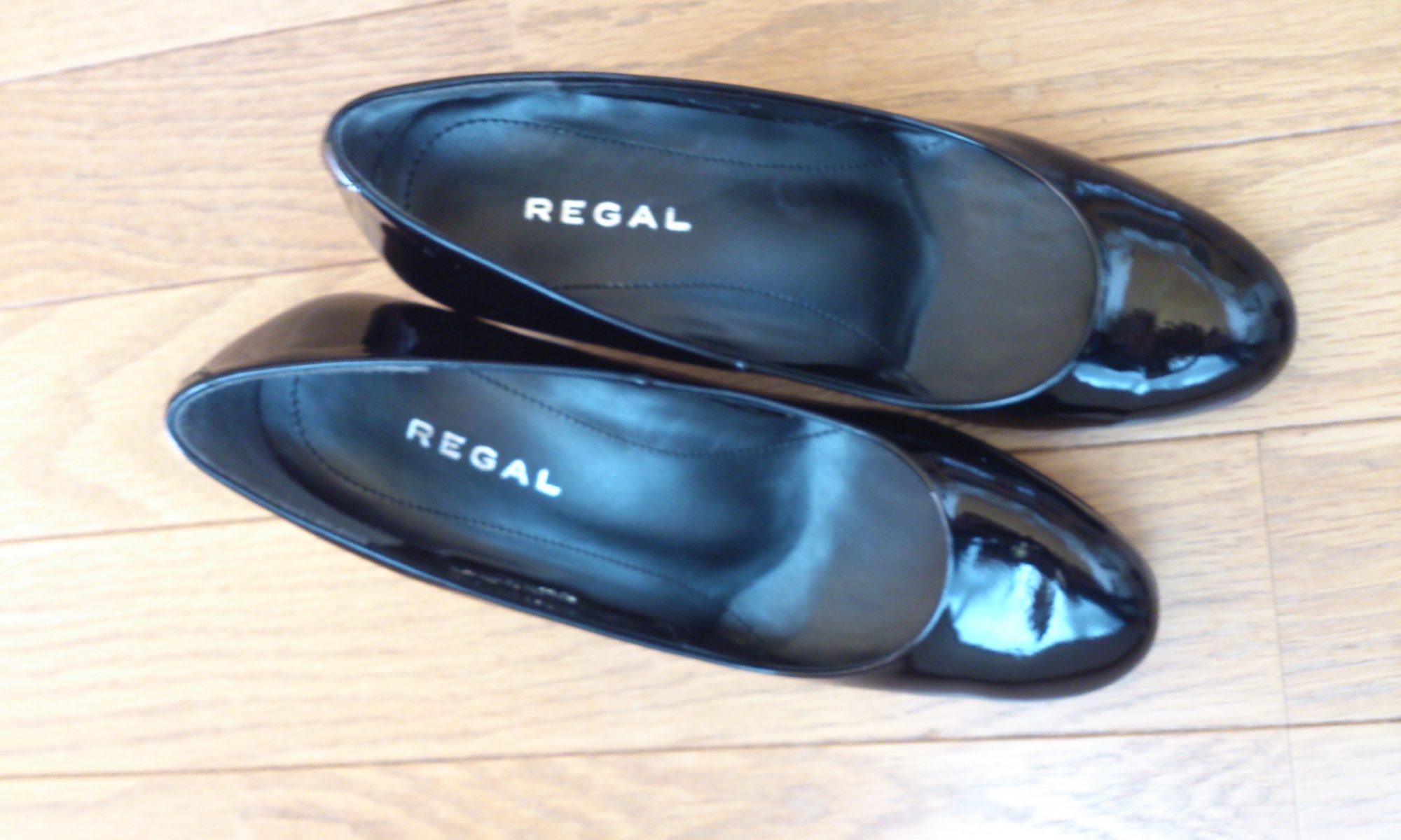 エナメルのヒール靴