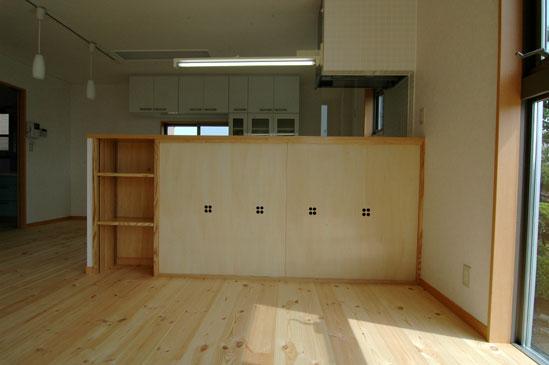 キッチンカウンター下にビリヤード台を収納